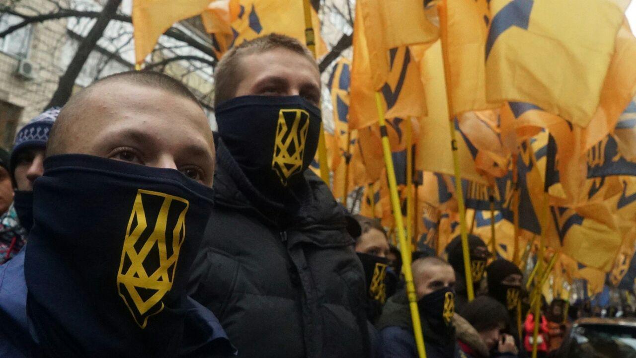 Азов установил монумент Генпрокуратуре Украины