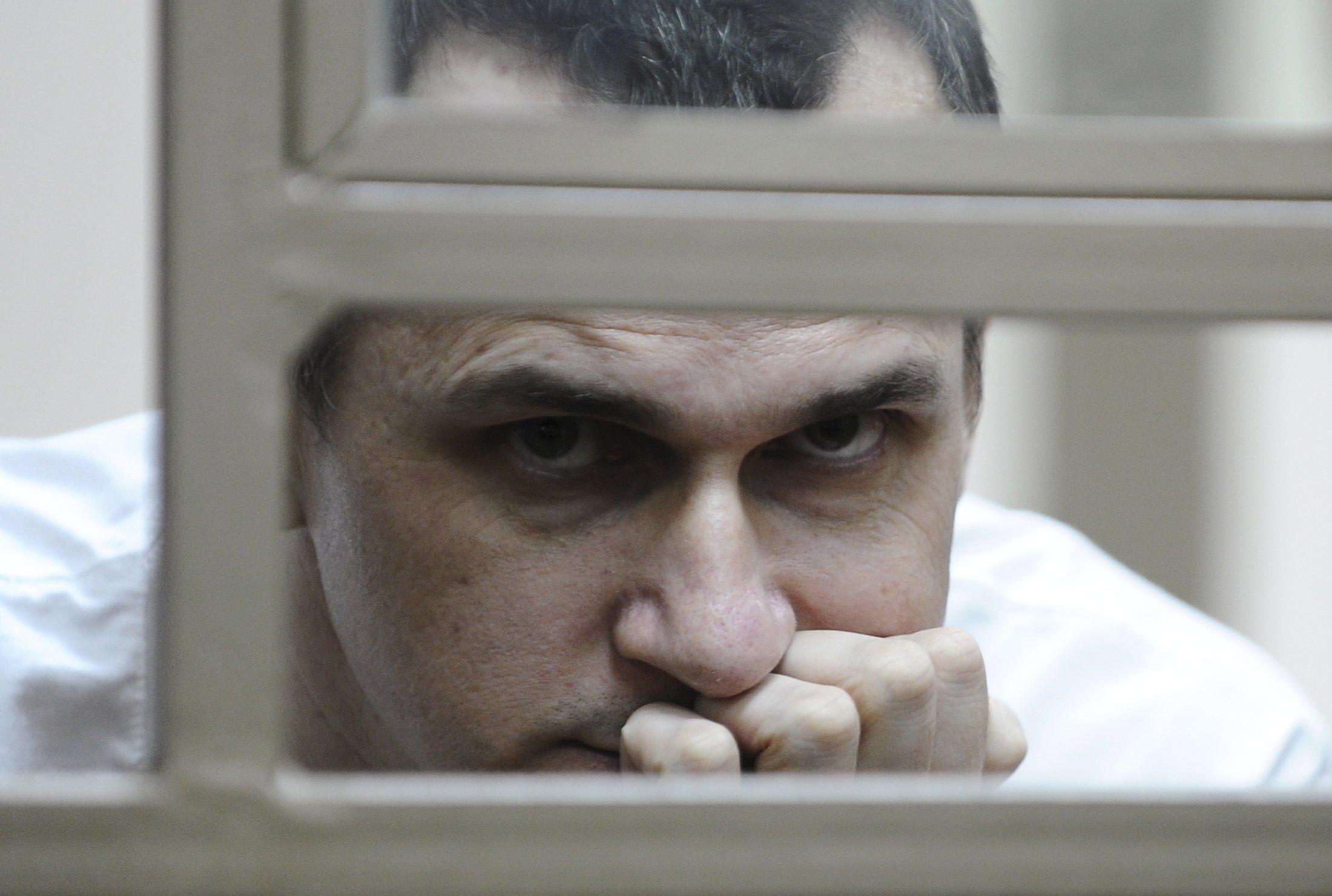 Известные украинцы трогательно прочитали письмо Сенцова