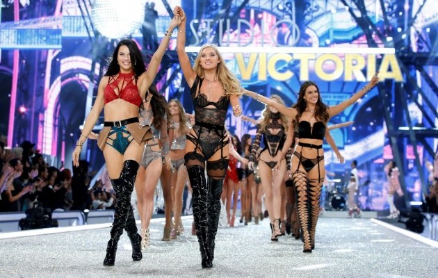 Victoria's Secret25.
