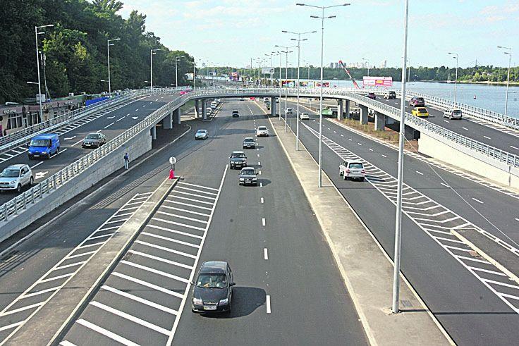 Киевские власти дополнительно выделили наремонт столичных дорог неменее 1 млрд