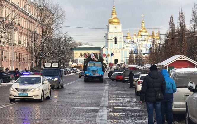 Главная новогодняя елка страны отправилась встолицу Украины