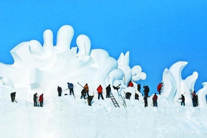 ВКитайской республике слепили 34-метрового снеговика