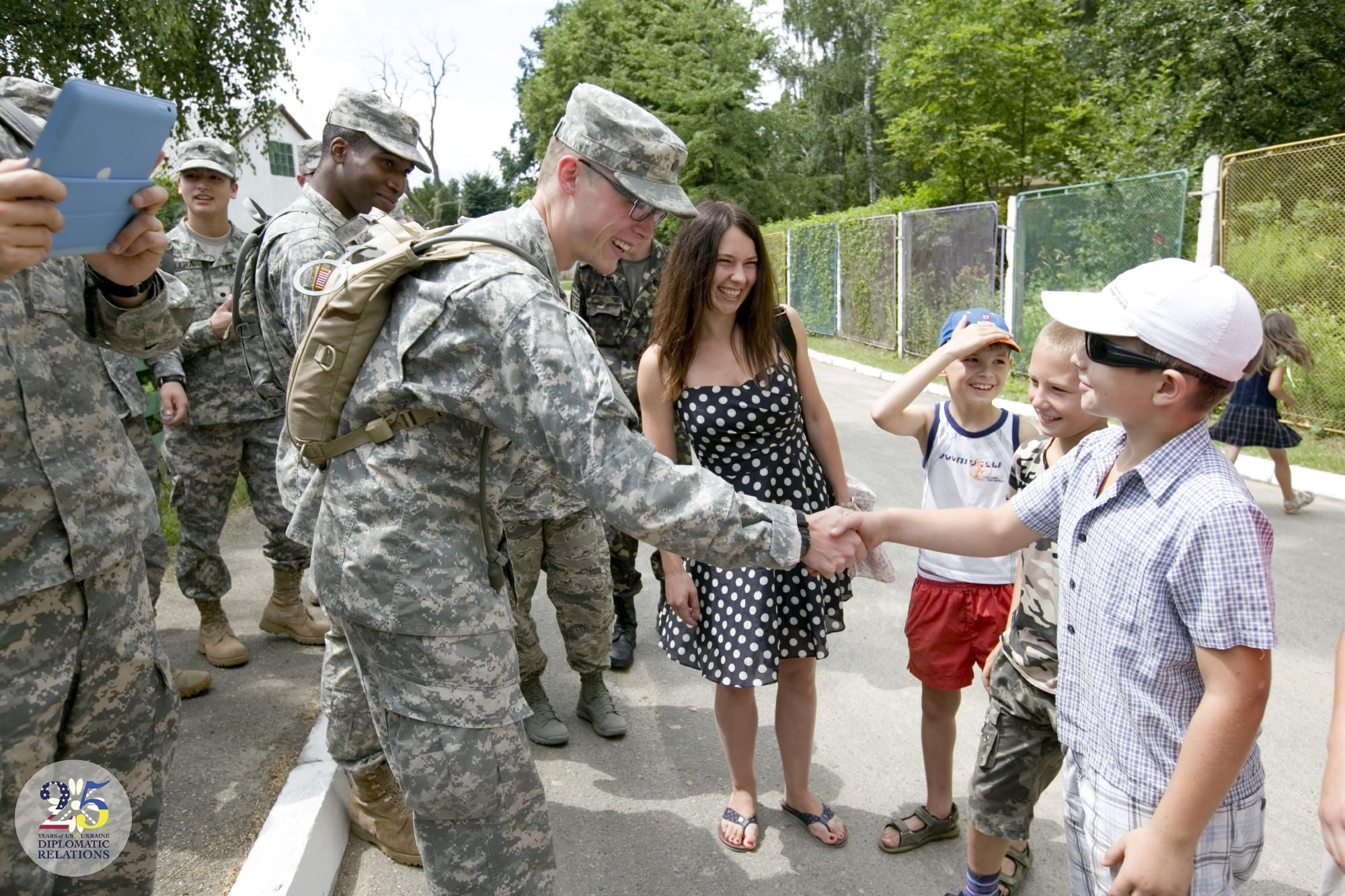 Европейское командование армии США обновляет детский сад в Старычах, Львовская область 2013 году.