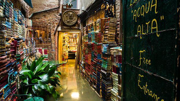 Libreria Acqua Alta, Венеція