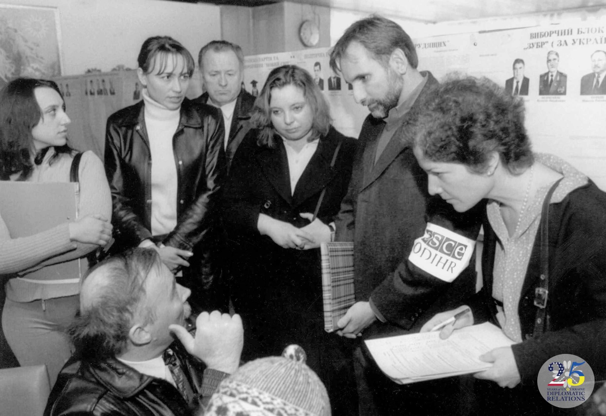 Мониторинг выборов в Украине в 2002 году.