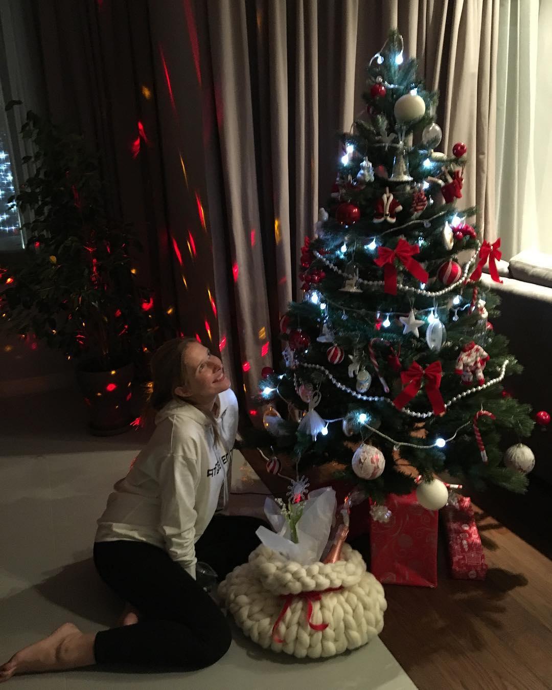 Осадчая не одна украшала елку в этом году