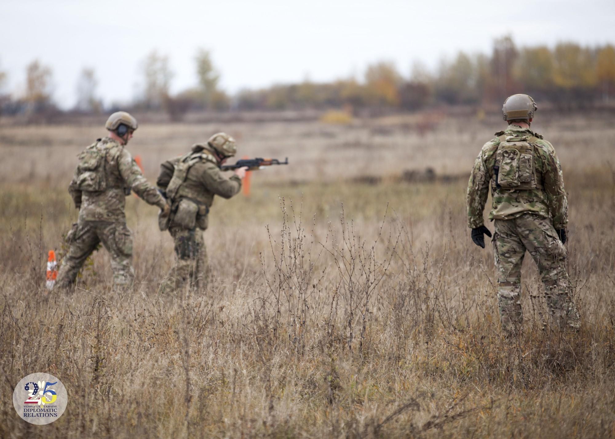 Тренировка украинских военных сил специальных операций в рамках военной помощи США Украина, 2016 год.