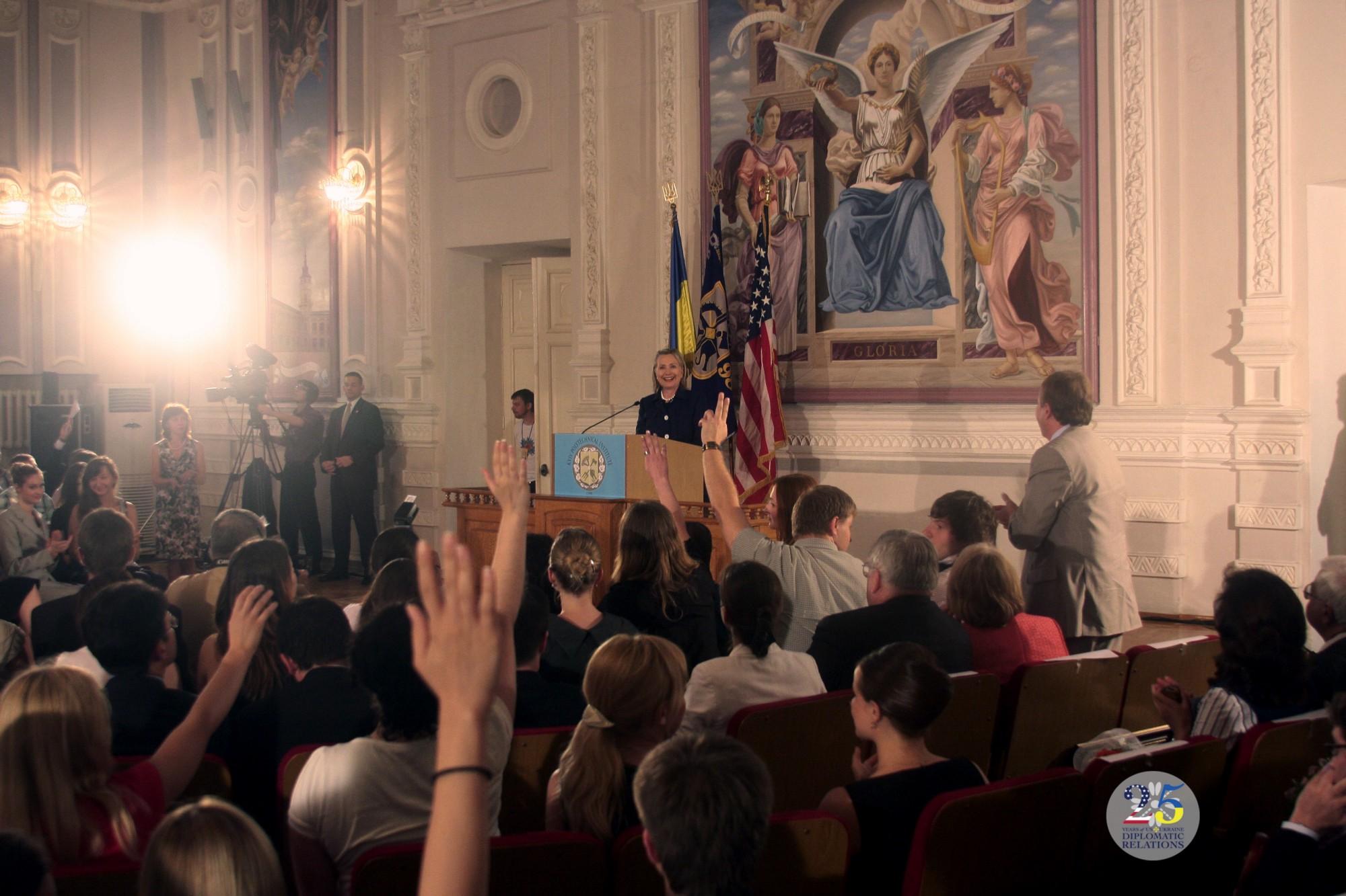 Встреча Государственного секретаря США Хиллари Клинтон со студентами КПИ, 2010 год.