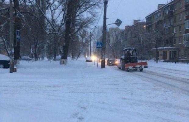 Из-за снегопада вукраинскую столицу ограничат заезд транспорта