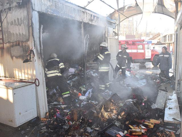 Пожар вспыхнул в торговом киоске