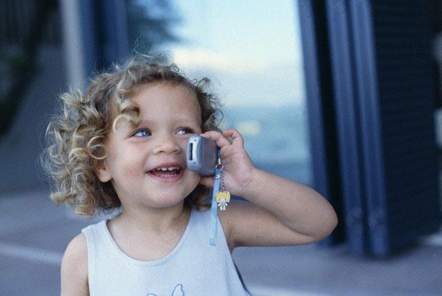 девочка и телефон