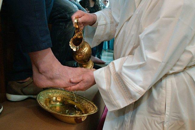 Папа Франциск омыл ноги