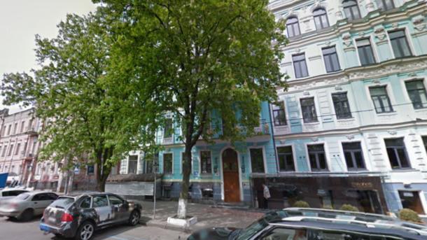 ВКиеве старый каштан упал напрохожих: два человека госпитализированы вбольницу