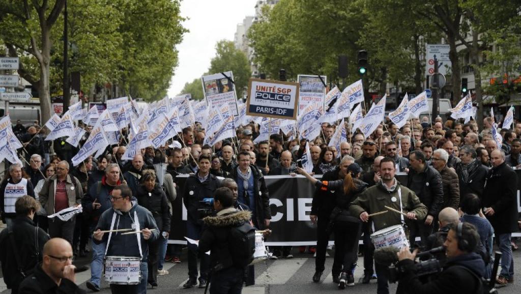 марш полицейских