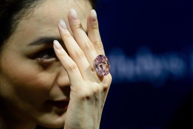 редкий розовый бриллиант