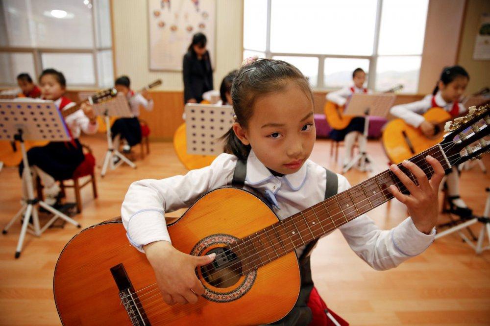 девочка с гитарой