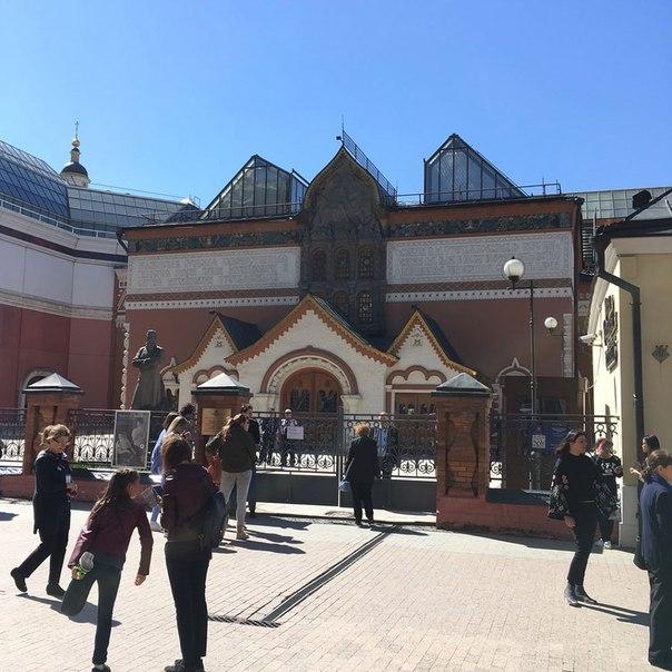 Гостей Третьяковской галереи эвакуировали из-за бесхозного предмета