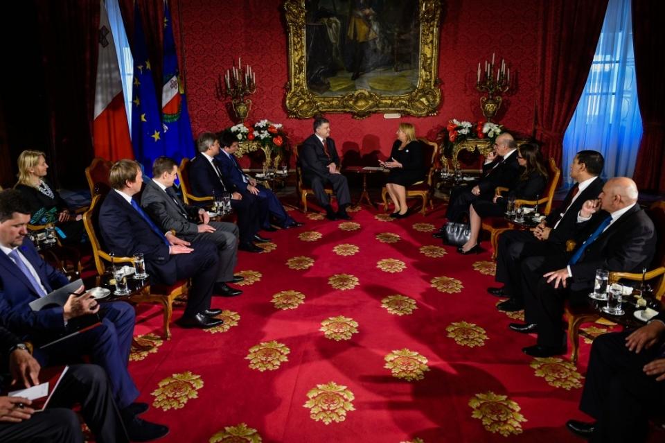 Сегодня Порошенко впервый раз вистории посетит Мальту срабочим визитом