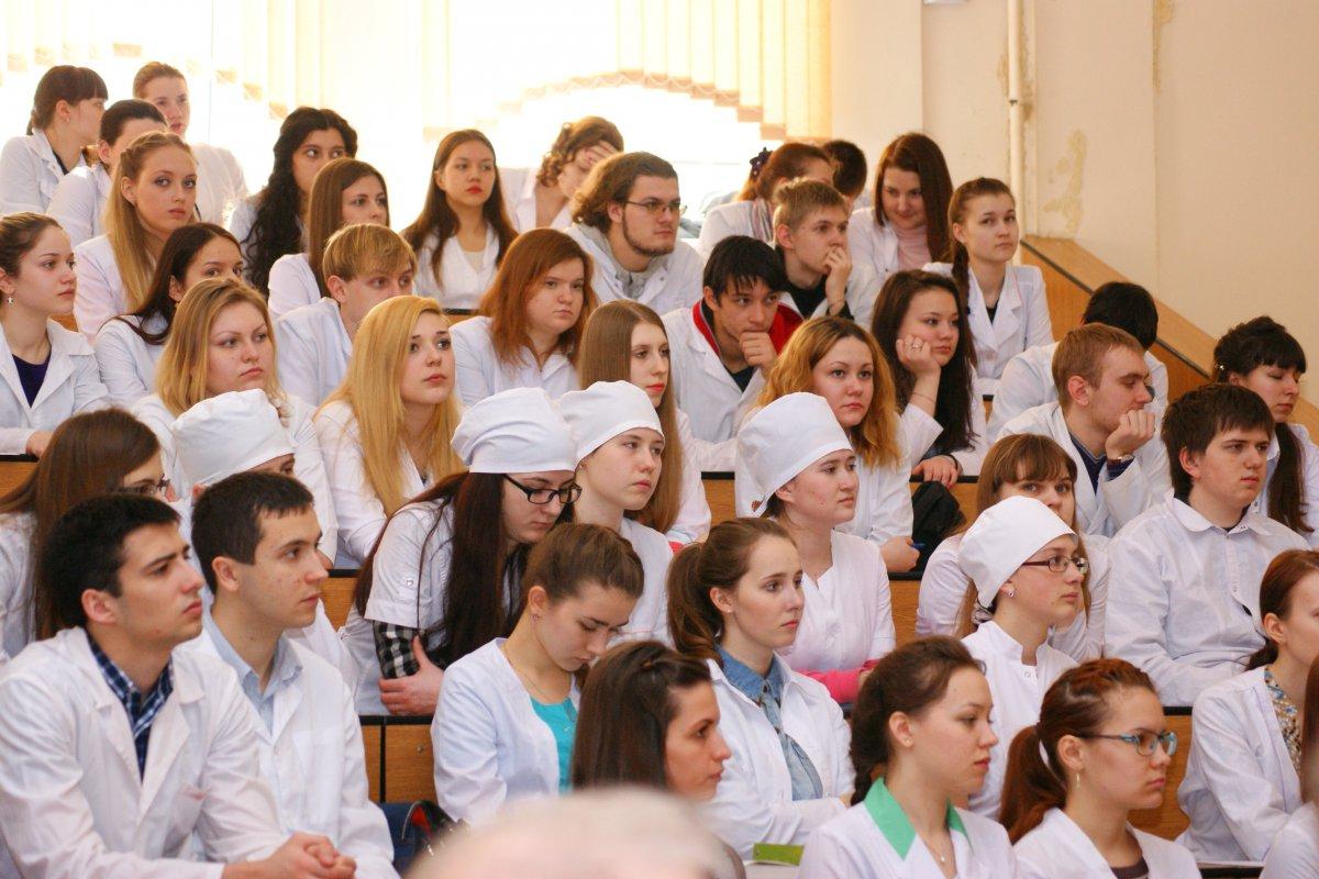 студенты медики