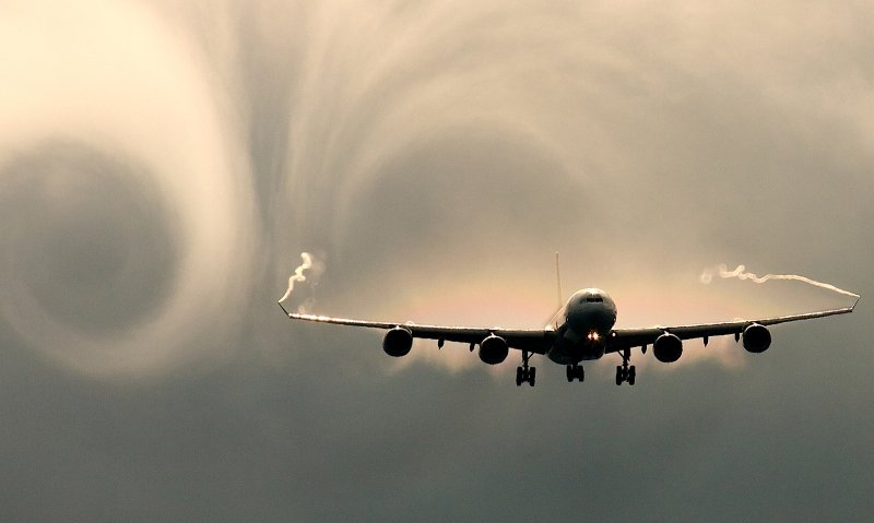 Airbus A330 провалился ввоздушную яму