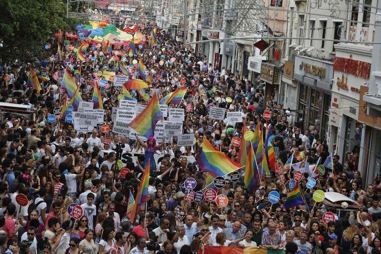 ВТурции акцию ЛГБТ-сообщества обстреляли резиновыми пулями