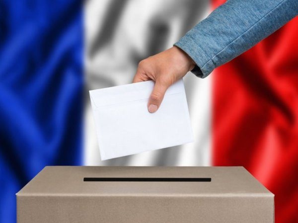 ВоФранции выбирают новый парламент
