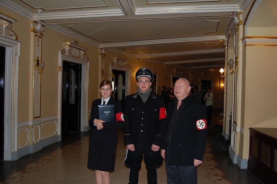 Анатолий Индрицанин - справа