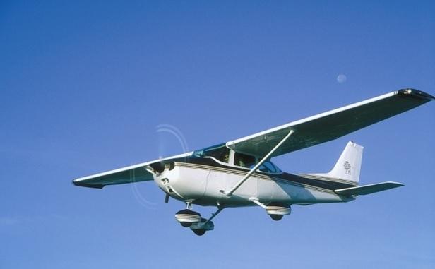 ВСША самолет упал наавтомагистраль
