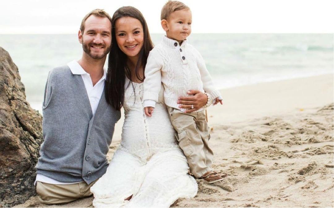 Ник Вуйчич и семья