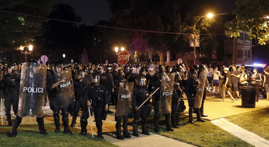 Протесты прошли вСША после оправдания судом полицейского