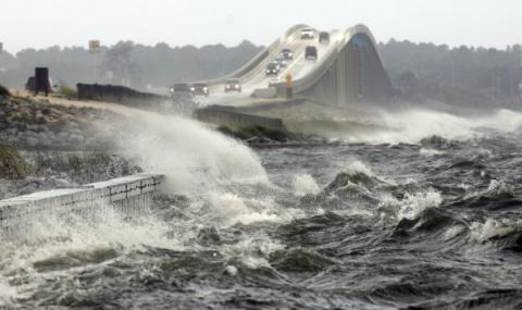 Внескольких штатах США иМексики ввели режимЧС из-за шторма «Нэйт»