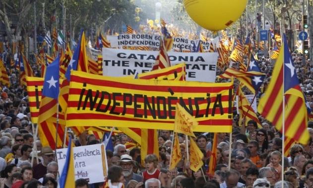 Руководитель  Каталонии подписал закон ореферендуме онезависимости