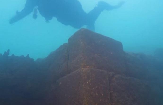 lake-van-underwater-castle-fortress-urartu_1024