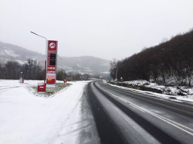НаЛьвовщине ичастично Закарпатье запретили движение фургонов, наРовенщине— километровая пробка
