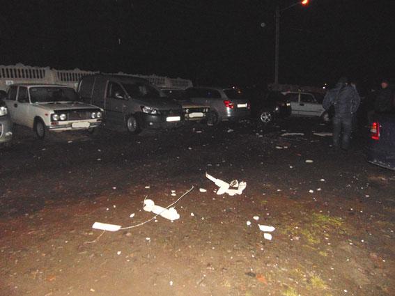 ВРовно Mercedes влетел вбетонный забор и сломал 25 авто