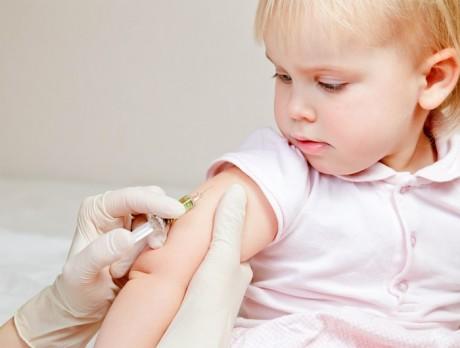 девочка прививка корь