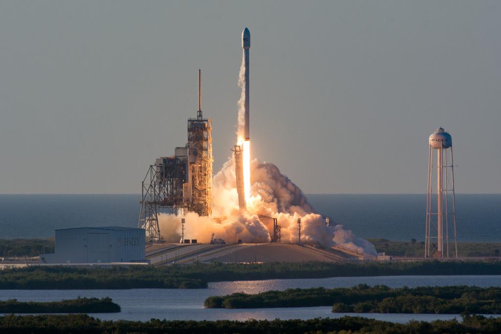 Запущенную насолнечную орбиту Tesla Илона Маска признали космическим кораблем