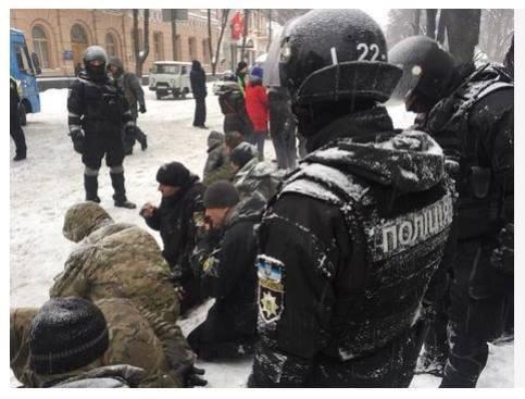 активисты на коленях