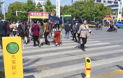 Пешеходов-нарушителей вКитайской народной республике решили обливать водой