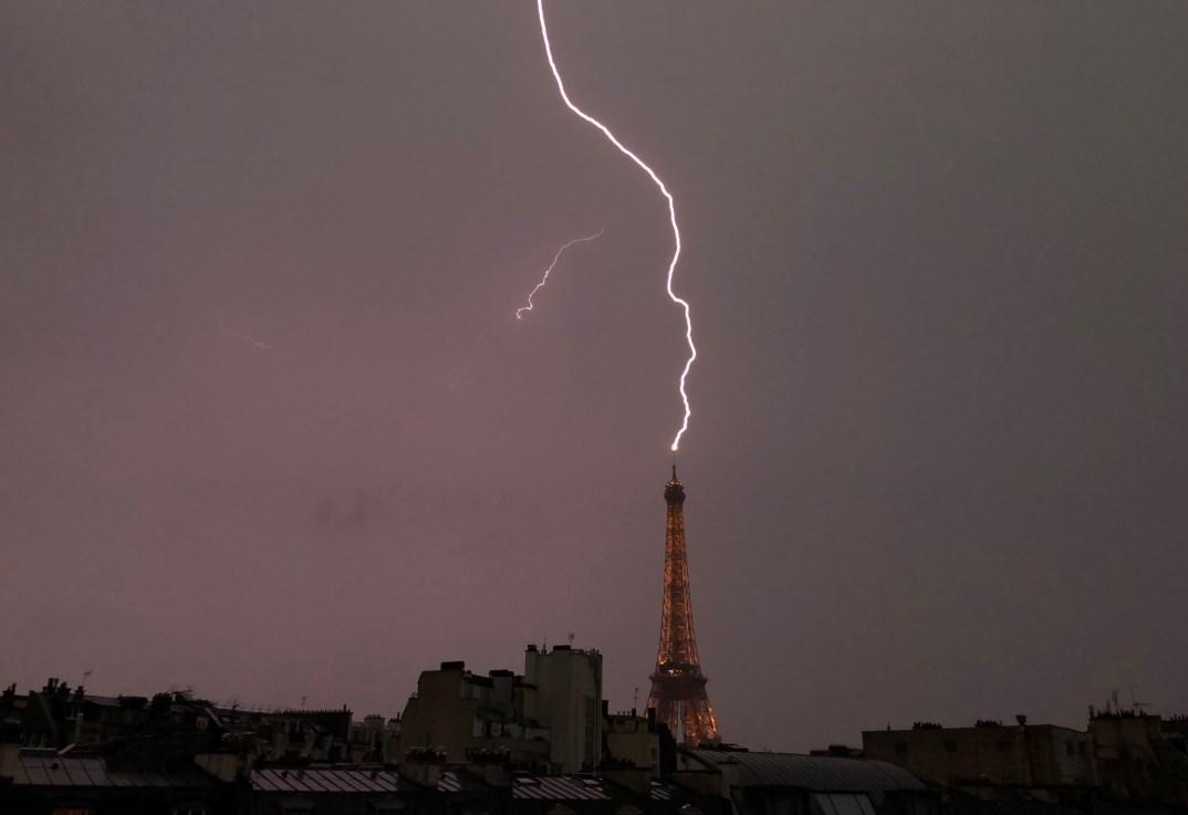 Эйфелева башня молния
