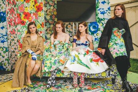 Девушки платья