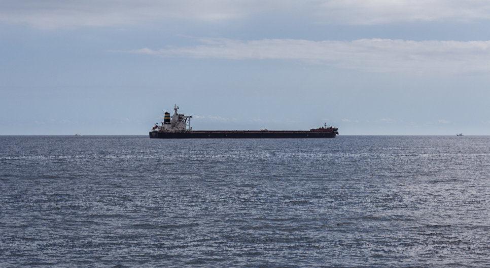 Карантин заблокировал в мире на суднах 150 тысяч моряков