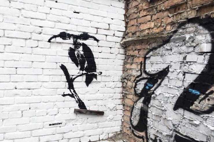 ВКиеве после концерта Massive Attack увидели граффити известного художника Бэнкси