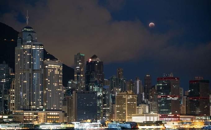 лунное затмение город