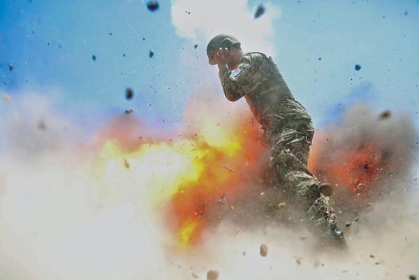 Взрыв миномета