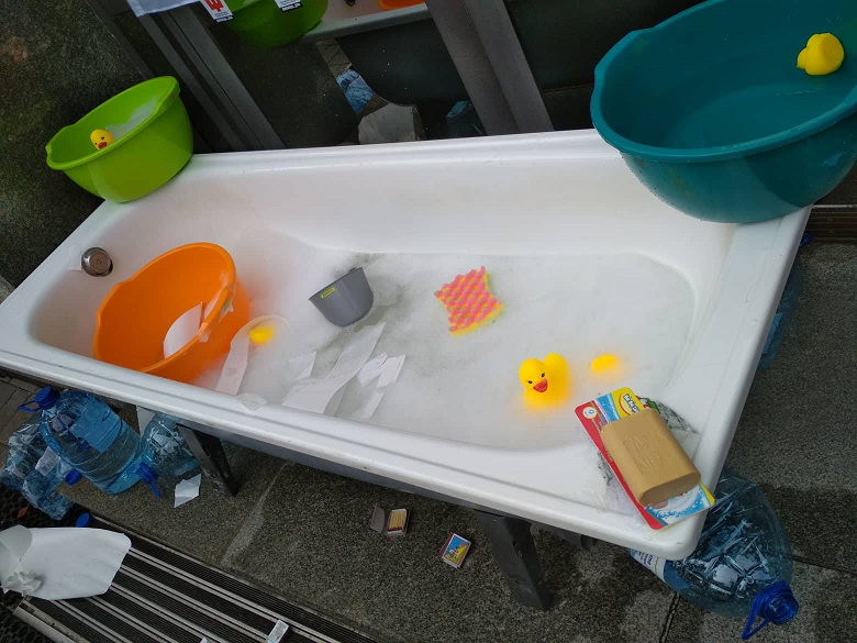ванна возле офиса