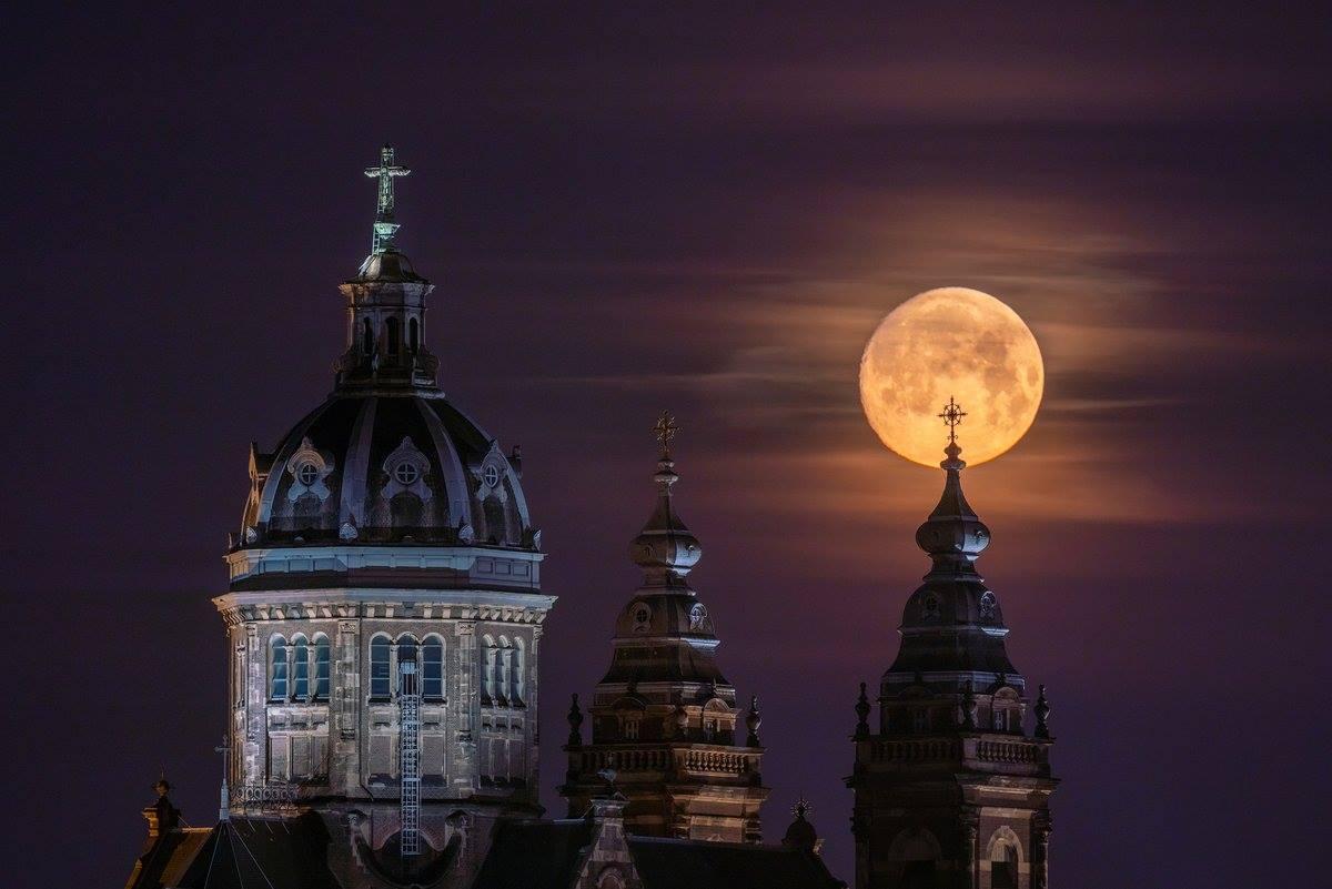 луна в мире