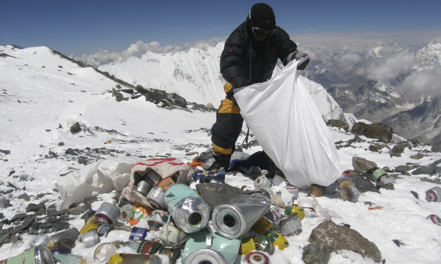мусор на Эвересте.