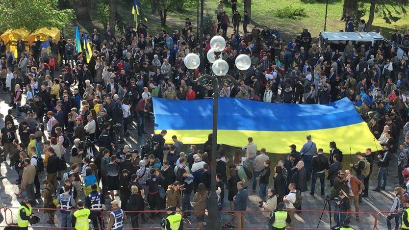 Митинг возле ВР