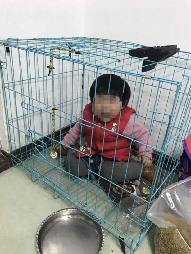 ребенок в клетке